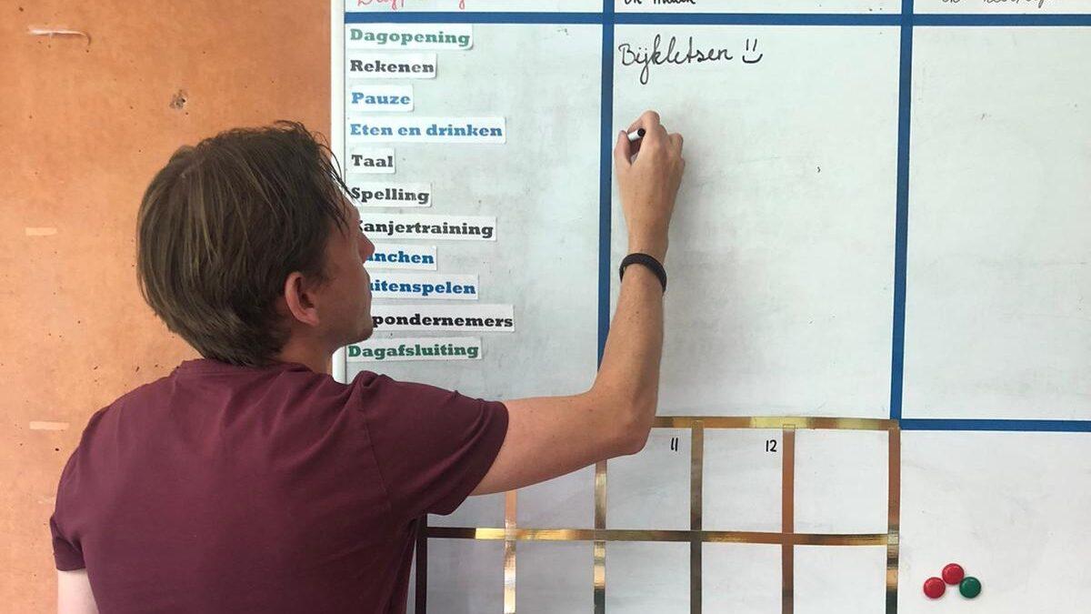Schooldag van meester Jan Douwe in Corona-tijd